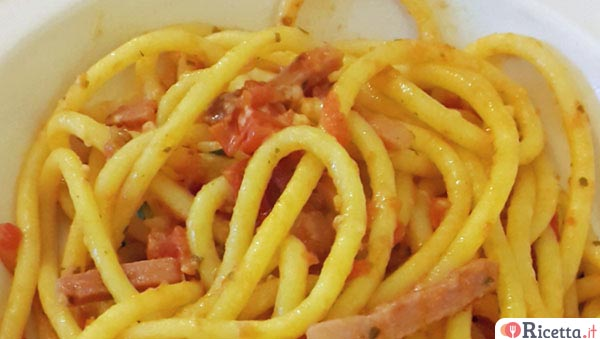 Bigoli all'amatriciana di speck