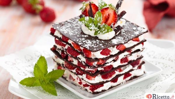 Millefoglie di cioccolato con panna e fragole for Decorazioni torte con fragole e cioccolato