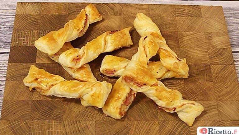 Ben noto Ricetta Grissini di pasta sfoglia ripieni - Consigli e Ingredienti QM71