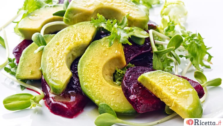 Insalata di avocado e barbabietola