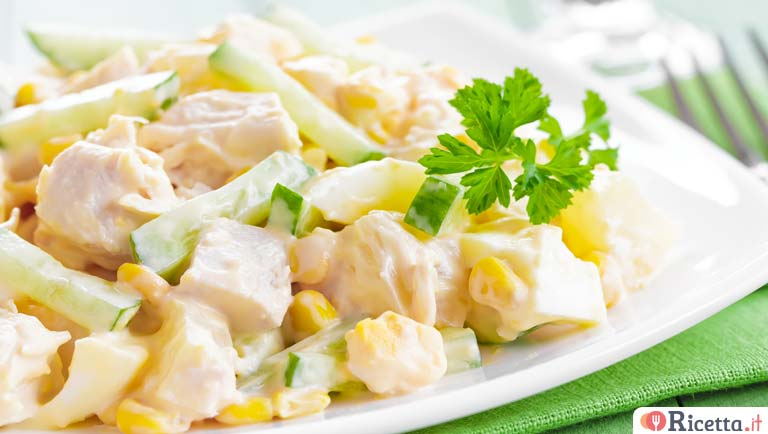 Insalata di pollo con salsa all'ananas