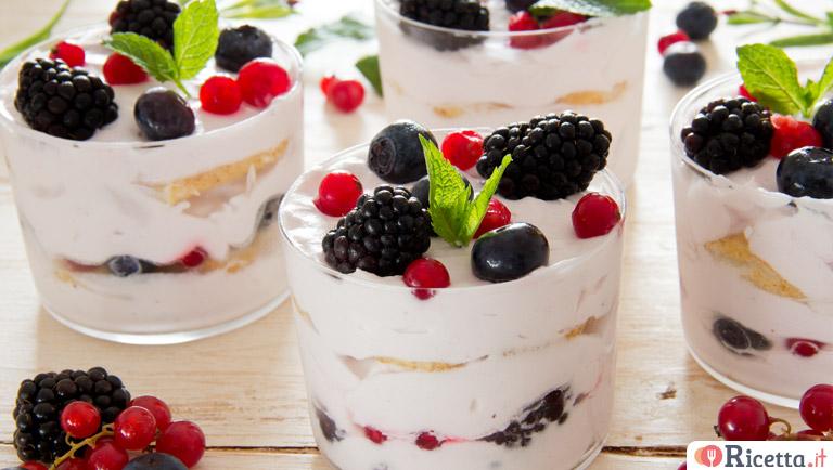 Ricetta Tiramisu Allo Yogurt Greco.Ricetta Tiramisu Estivo Allo Yogurt E Frutti Di Bosco Consigli E Ingredienti Ricetta It